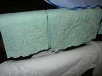 Cene di San Giuseppe - mostra di manufatti - ricami - 15 marzo 2009   - Salemi (2307 clic)
