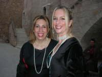 Festeggiamenti Maria SS. dei Miracoli - All'interno del Castello, aspettando che abbia inizio Il Corteo dei Conti di Modica - 20 giugno 2008  - Alcamo (651 clic)