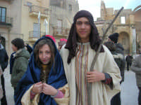 Epifania drammatizzata con quadri viventi a Salemi - interpreti durante le prove: la Madonna e San Giuseppe - 6 gennaio 2009   - Salemi (2735 clic)