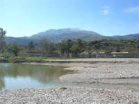 Baia di Guidaloca - fiume - Papirolandia e monte innevato - 21 febbraio 2009  - Castellammare del golfo (1928 clic)