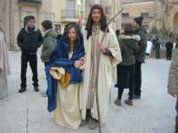 Epifania drammatizzata con quadri viventi a Salemi - interpreti durante le prove: la Madonna e San Giuseppe - 6 gennaio 2009   - Salemi (2740 clic)