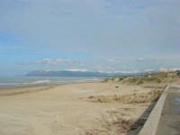 Spiaggia Plaja - monti del palermitano innevati - 16 febbraio 2009  - Castellammare del golfo (1601 clic)