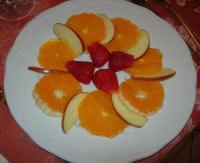 frutta: arance, fragole e mela - 3 maggio 2009  - Buseto palizzolo (4464 clic)