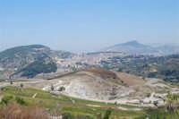 la città vista dal colle Pianto Romano ed in fondo il monte Bonifato - 4 ottobre 2007  - Calatafimi segesta (797 clic)