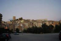 uno scorcio della città sovrastata dal Castello - 11 ottobre 2007  - Salemi (2647 clic)