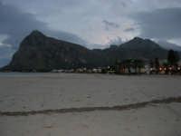 l'immensa spiaggia ed il Monte Monaco, a sera - 18 gennaio 2009   - San vito lo capo (2272 clic)