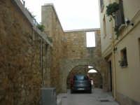 antiche mura ed archi - 11 ottobre 2007   - Salemi (2514 clic)