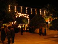 Presepe Vivente presso l'Istituto Comprensivo A. Manzoni - l'entrata - 21 dicembre 2008   - Buseto palizzolo (755 clic)