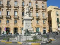 il monumento a Garibaldi nell'omonima piazza - 6 settembre 2007  - Trapani (935 clic)