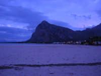 l'immensa spiaggia ed il Monte Monaco, a sera - 18 gennaio 2009   - San vito lo capo (2235 clic)