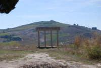 sul colle Pianto Romano la stele poggiata su quattro colonne recante la scritta: Qui si fa l'Italia o si muore - 4 ottobre 2007  - Calatafimi segesta (967 clic)