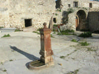 Castello di Baida - cortile interno - fontana - 21 febbraio 2009   - Balata di baida (2991 clic)