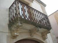 un balcone - 11 ottobre 2007   - Salemi (2495 clic)