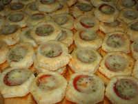 antipasti di pasta sfoglia - 5 maggio 2008  - Alcamo (4033 clic)