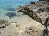 Golfo del Cofano - mare stupendo ed una minuscola caletta con sabbia finissima - 29 luglio 2009   - San vito lo capo (1201 clic)