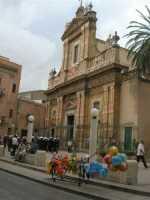 festeggiamenti in onore di Maria Santissima dei Miracoli, patrona di Alcamo - la banda suona dinanzi la Chiesa Madre S. Maria Assunta - 21 giugno 2009    - Alcamo (3030 clic)