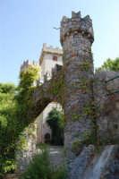 Il Castello di Giuliano, dedicato dal nipote, Giuseppe Sciortino (figlio di Marianna Giuliano - sorella di Salvatore Giuliano -) a Salvatore Giuliano - 5 ottobre 2007  - Montelepre (3132 clic)