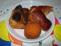 sfogliata, arancina, calzone, mattonella - 5 maggio 2008  - Alcamo (2005 clic)