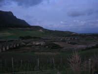 panorama campestre - i ponti dell'autostrada e della ferrovia sul Fiume Caldo - 8 febbraio 2009   - Calatafimi segesta (2378 clic)