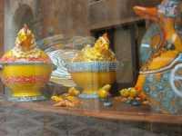 per le vie di Erice: ceramiche in vetrina . . . e riflessi - 22 maggio 2009  - Erice (2504 clic)