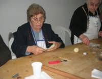 Cene di San Giuseppe - lavorazione del pane - 15 marzo 2009   - Salemi (3399 clic)