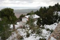 neve sul monte Bonifato - panorama sul golfo di Castellammare lato est - 15 febbraio 2009   - Alcamo (3015 clic)