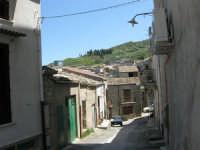 per le vie del paese - 23 aprile 2006   - Chiusa sclafani (1127 clic)
