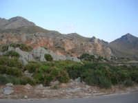 Macari - Torre di avvistamento sul promontorio e l'entroterra dietro l'Isulidda - 21 settembre 2008   - San vito lo capo (684 clic)