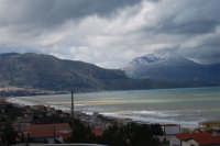 panorama del Golfo di Castellammare, lato ovest, e monti innevati - 13 febbraio 2009  - Alcamo marina (2434 clic)