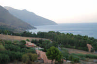 uno sguardo sul golfo di Castellammare, in direzione della Riserva dello Zingaro - 19 settembre 2007  - Scopello (808 clic)