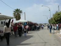 le bancarelle dei venditori ambulanti  - 25 aprile 2006   - San vito lo capo (1031 clic)
