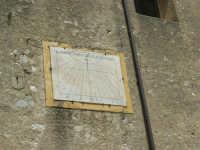 meridiana sulla parete esterna della Chiesa Maria SS. Assunta  - 23 aprile 2006   - Palazzo adriano (1602 clic)