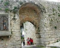 Porta Trapani - edicola - 1 maggio 2009   - Erice (2810 clic)