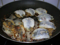 le sarde a beccafico di Miriam durante la frittura - 30 ottobre 2008  - Bagheria (3136 clic)
