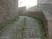 via adiacente alla Chiesa di San Martino - 1 maggio 2008  - Erice (916 clic)
