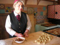 la preparazione delle cassatedde, dolci di Natale con ripieno di fichi - C.da Digerbato - Tenuta Volpara - 21 dicembre 2008  - Marsala (2119 clic)