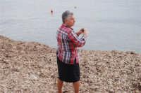 camminando in riva al mare su di un soffice tappeto d'alghe . . . - 9 novembre 2008   - Ribera (2065 clic)