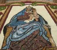 festeggiamenti in onore di Maria Santissima dei Miracoli, patrona di Alcamo - infiorata dinanzi la Chiesa Madre S. Maria Assunta - 21 giugno 2009   - Alcamo (2973 clic)
