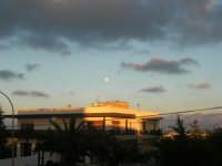 luna piena al pomeriggio - 21 gennaio 2008  - Alcamo (765 clic)
