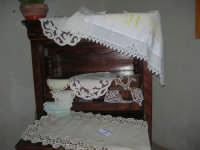Cene di San Giuseppe - mostra di manufatti - pizzi e ricami - 15 marzo 2009  - Salemi (2577 clic)