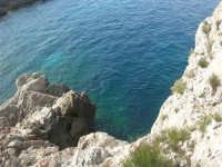 Capo San Vito - la costa rocciosa e l'azzurro del mare - 10 maggio 2009  - San vito lo capo (1785 clic)