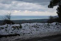 neve sul monte Bonifato - vista sul golfo di Castellammare - 15 febbraio 2009   - Alcamo (2490 clic)