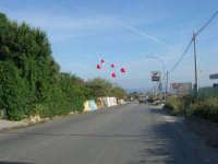 c/da San Gaetano - i palloncini segnalano un evento: l'inaugurazione di un nuovo supermercato - 15 maggio 2008  - Alcamo (1022 clic)