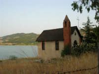 Chiesetta sul Lago Arancio - 10 agosto 2005  - Sambuca di sicilia (2608 clic)