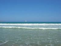 mare mosso - vela oltre le onde - 5 luglio 2008   - Alcamo marina (1030 clic)