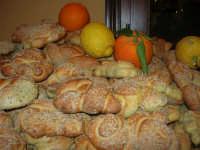 Gli altari di San Giuseppe - pani, limoni ed arance da donare ai visitatori - 18 marzo 2009   - Balestrate (3721 clic)