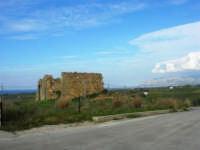 campagna alcamese - rudere - vista sul golfo di Castellammare e monti del palermitano - 23 febbraio 2009   - Alcamo (2331 clic)