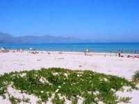 zona Battigia - una splendida giornata estiva! - 13 maggio 2007  - Alcamo marina (1021 clic)