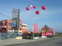 c/da San Gaetano - i palloncini segnalano un evento: l'inaugurazione di un nuovo supermercato - 15 maggio 2008  - Alcamo (1125 clic)