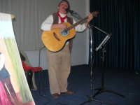 Il Cantastorie PEPPINO CASTRO di Dattilo (TP) presenta l'arte di raccontare cantando LA SICILIA TRA STORIE MITO E LEGGENDE POPOLARI - Istituto Comprensivo G. Pascoli - 2 - 25 gennaio 2008  - Castellammare del golfo (1031 clic)